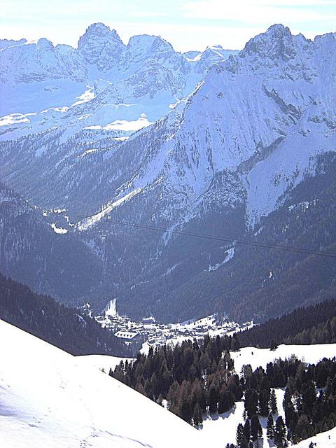 Cesa de tin appartamenti a canazei trento offerta for Trento informazioni turistiche