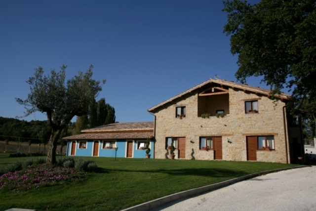 | Bed & Breakfast | Country house | COUNTRY HOUSE LE CALVIE - IL CASALE NELLA NATURA Camerino