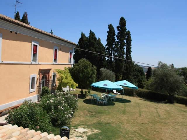 | Bed & Breakfast | Agriturismo | Ristoranti | Country House Villa Ginevri Mondavio