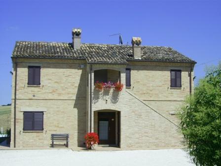 | Appartamenti | Country house | il giardino degli ulivi Appignano