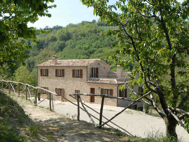 | Case per ferie | Appartamenti | Bed & Breakfast | Agriturismo | Aziende agricole | Agriturismo Il Sentiero Montalto delle Marche