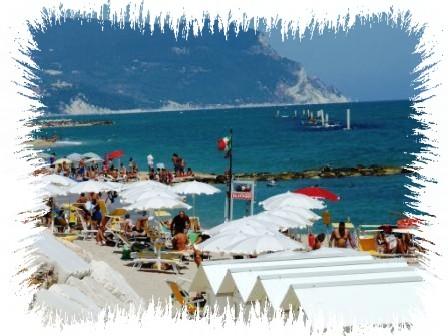 | Case per ferie | Appartamenti | Bed & Breakfast | Locali | Paradiso Azzurro - Porto Recanati. Porto Recanati-(Marche-Italia-Riviera del Conero)