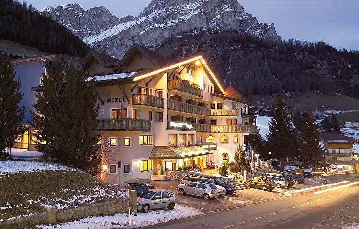 Hotel mezdi hotel centri benessere a corvara in - Hotel corvara con piscina ...