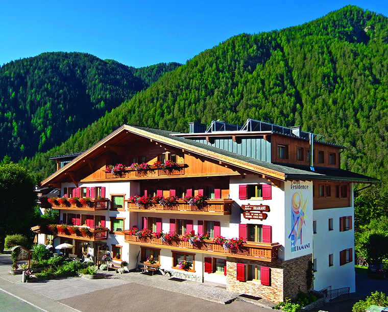 | Garn&igrave | Residences | Appartamenti | Bed & Breakfast | Garni Residence DIAMANT *** San Vigilio di Marebbe